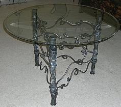 Стол кованный из стекла и металла
