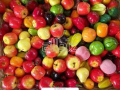 Переборка свежих фруктов и овощей